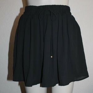 GUESS CHIFFON SKIRT COLOR BLACK SIZE M